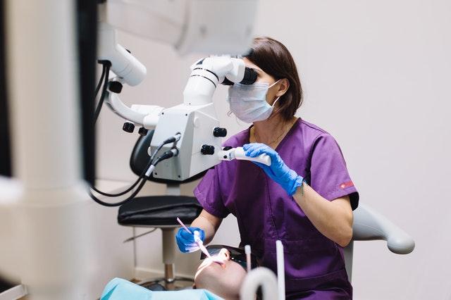 Co to jest leczenie kanałowe zębów?